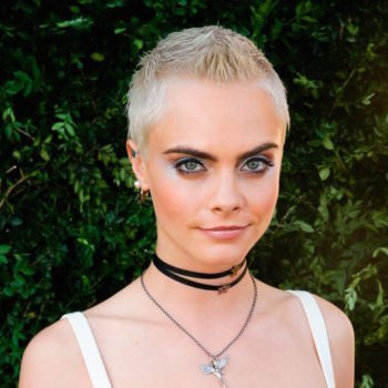 Cara Delevingne showed us our new favorite way to style a pixie haircut