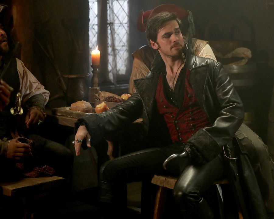 "Turns out Colin O'Donoghue ~loves~ all the eyeliner he has to wear as Captain Hook on ""Once Upon a Time"""