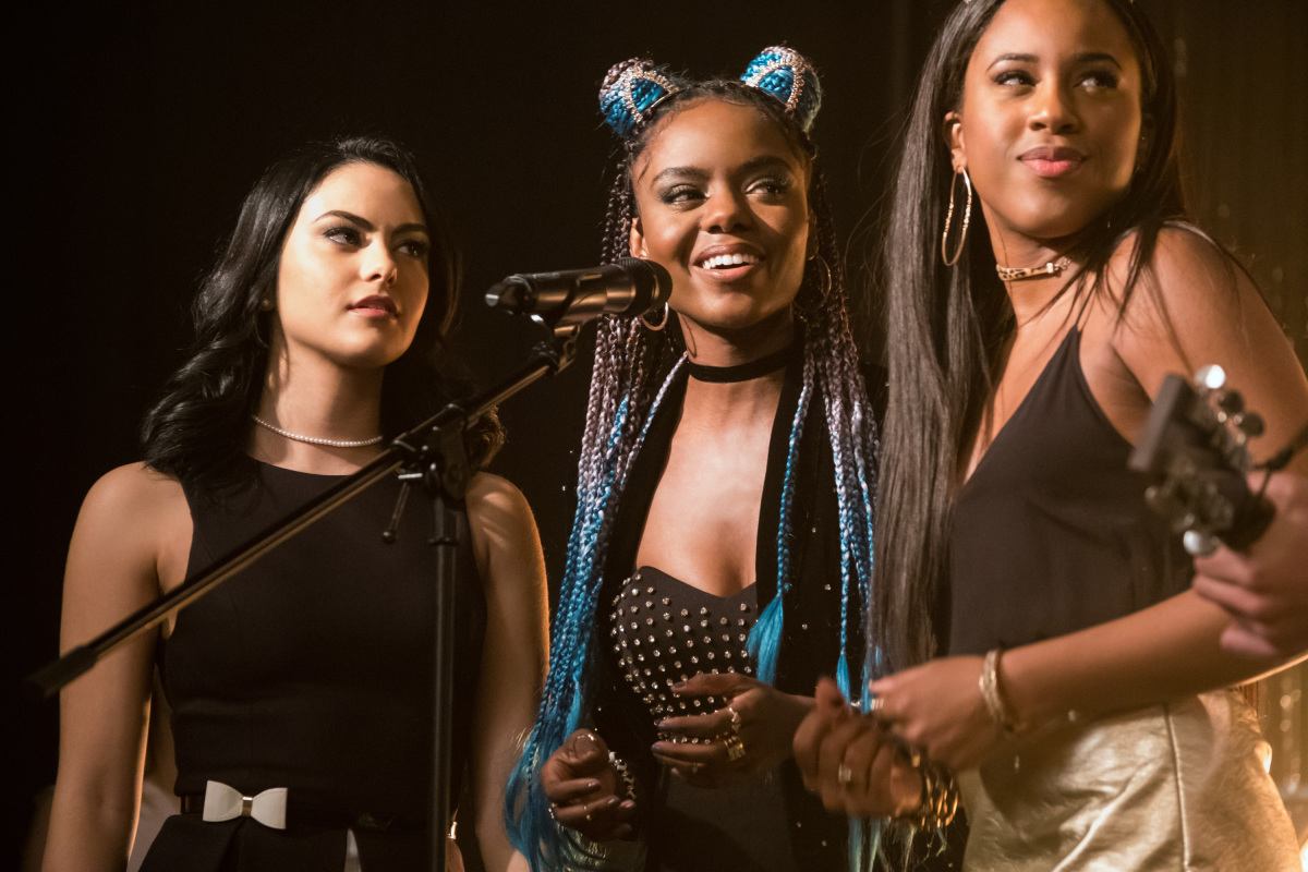 """Riverdale's"" Pussycats performed for the first time LIVE at Comic-Con, and it was amazing"