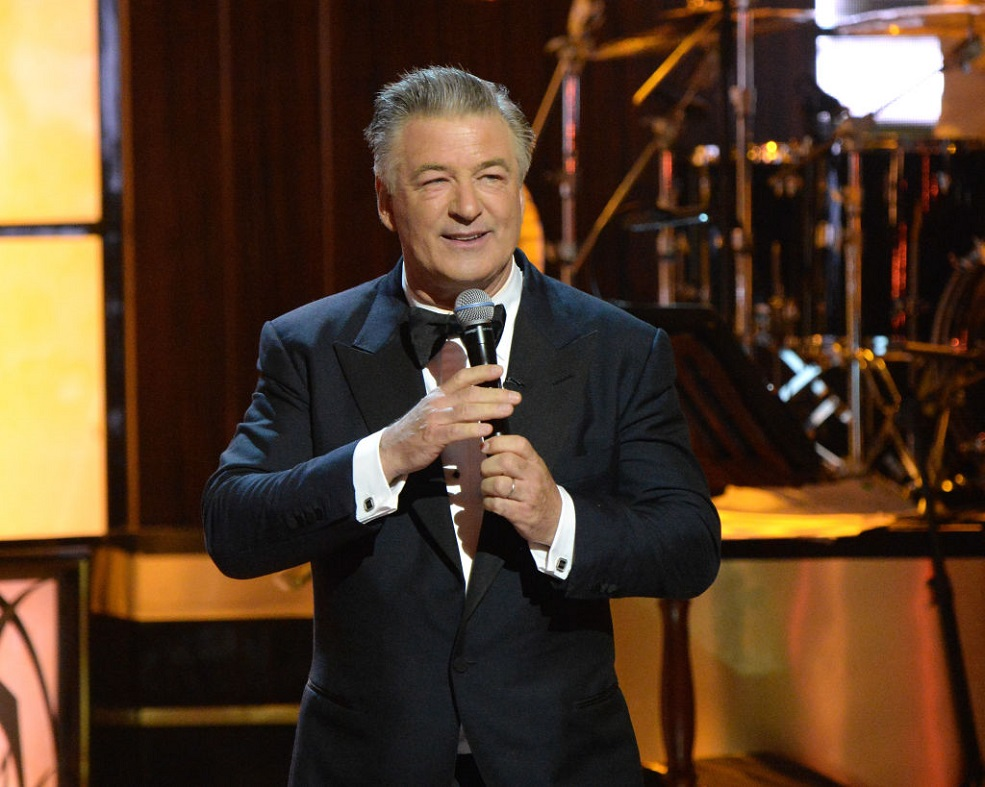 An exhausted Alec Baldwin reading his kids a bedtime story is #DADGOALS