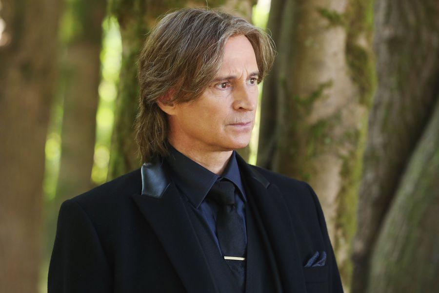 "Robert Carlyle has to re-record some ""Once Upon a Time"" Season 7 lines — because Rumple changed his accent"