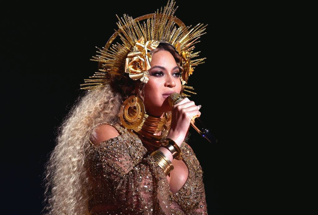 "Bow down to this Beyoncé-themed ""Bey-Bey"" shower"
