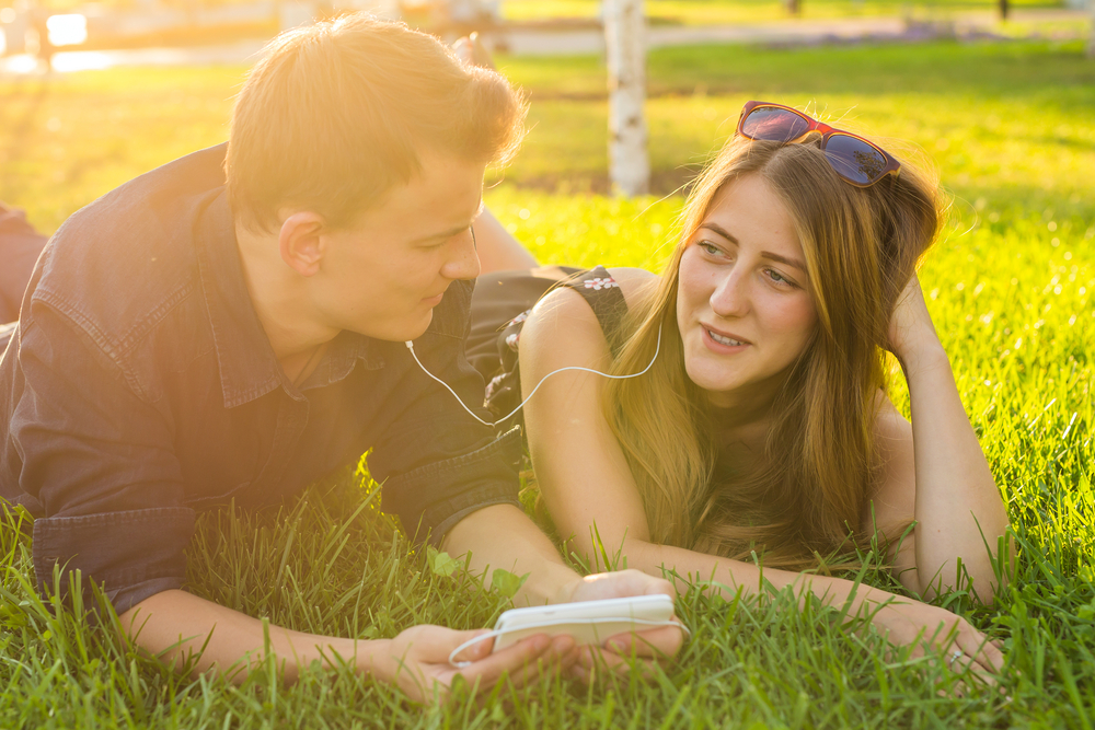 "A step-by-step guide to having the ""what are we"" conversation with someone you're dating"