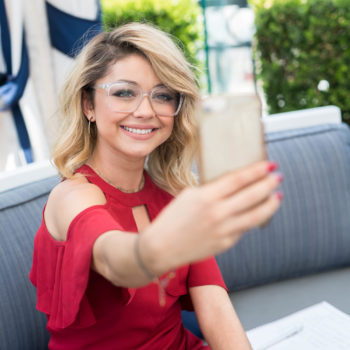 Sarah Hyland just debuted cinnamon brown hair, and we think this will be THE color for fall
