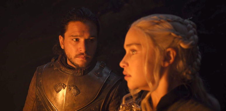 """Emilia Clarke caught Kit Harington pretending to be a dragon on the set of """"Game of Thrones"""""""