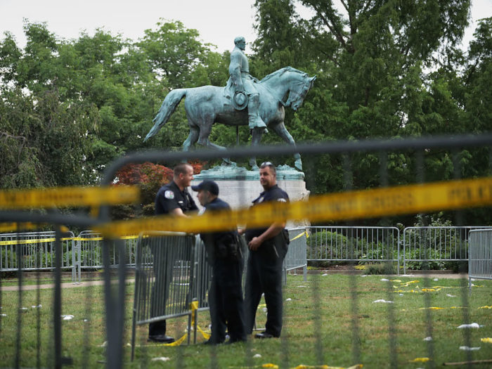 USA  protestors topple Confederate statue in North Carolina