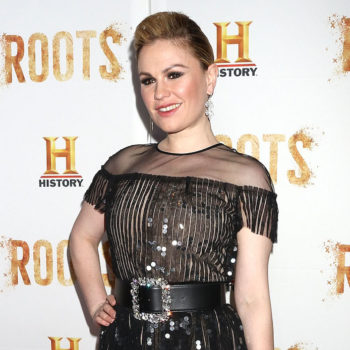 Anna Paquin's boobs just photoboobed — uh, photobombed — a news report