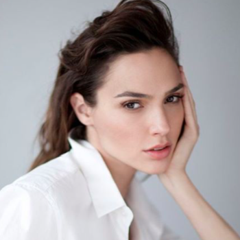 Gal Gadot's breezy blouse and jeans combo is our new weekend wardrobe staple