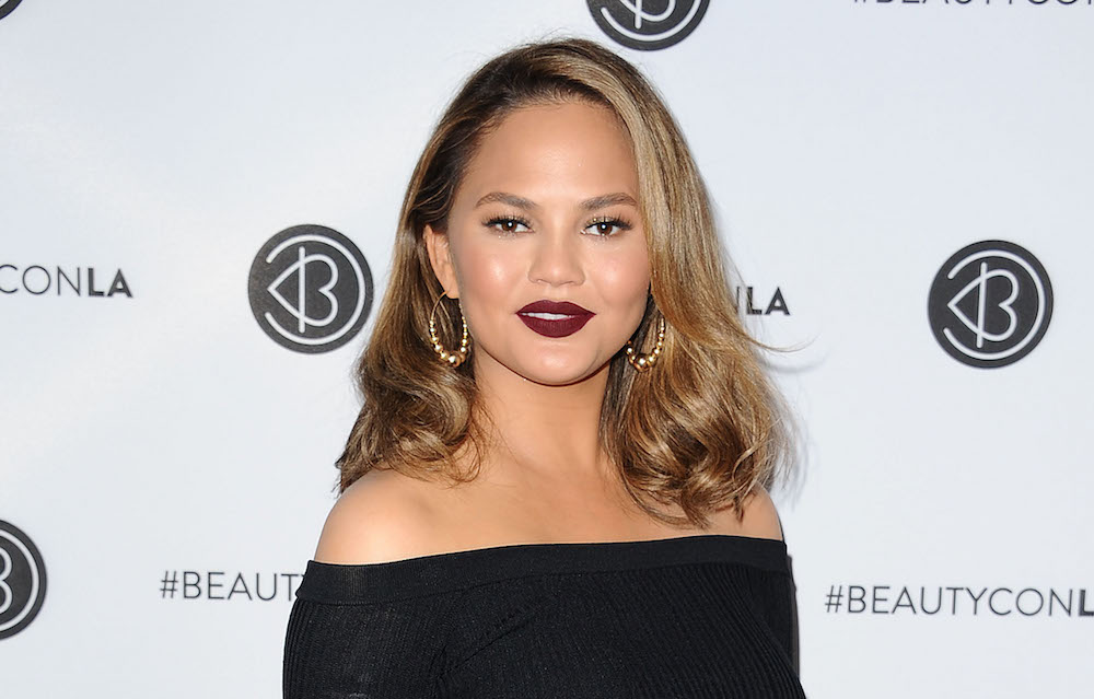 Chrissy Teigen *really* wants us to take some time away from our phones