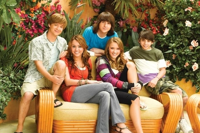 "There was a mini ""Hannah Montana"" reunion this past weekend, and FOMO alert"