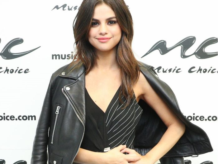 Twinning! Selena Gomez's Look-Alike Has Fans Seeing Double