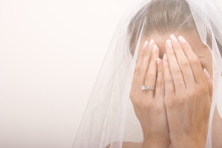 This bride is suing an airline for allegedly destroying her dress en route to her wedding