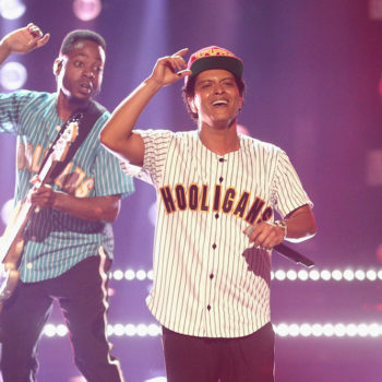 Twitter just discovered Bruno Mars is bad at technology, but it's here to help