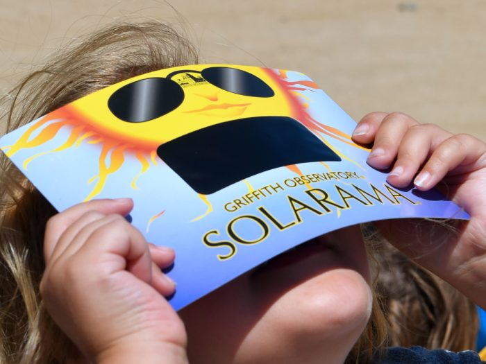 What are the symptoms of eye damage from viewing a solar eclipse?
