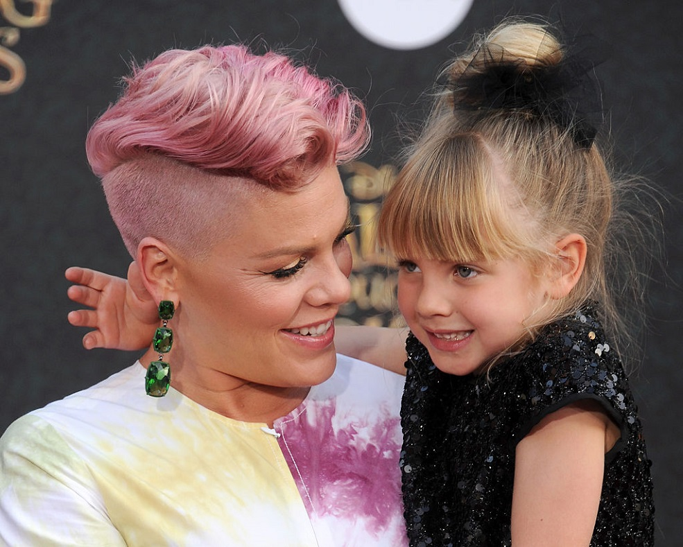 We can't get over Pink and her family in matching suits at the 2017 MTV VMAs
