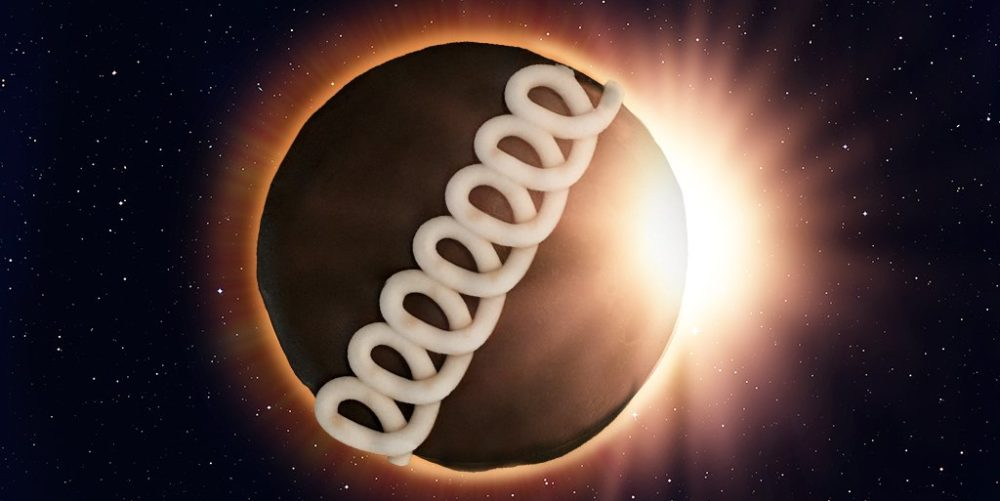 The internet is loving Moon Pie and Hostess's solar eclipse Twitter beef, and omg