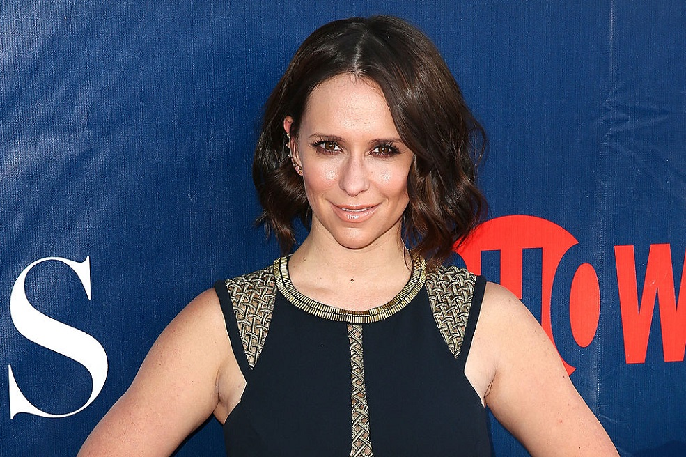 Jennifer Love Hewitt finally joined Instagram, and her first posts are epic