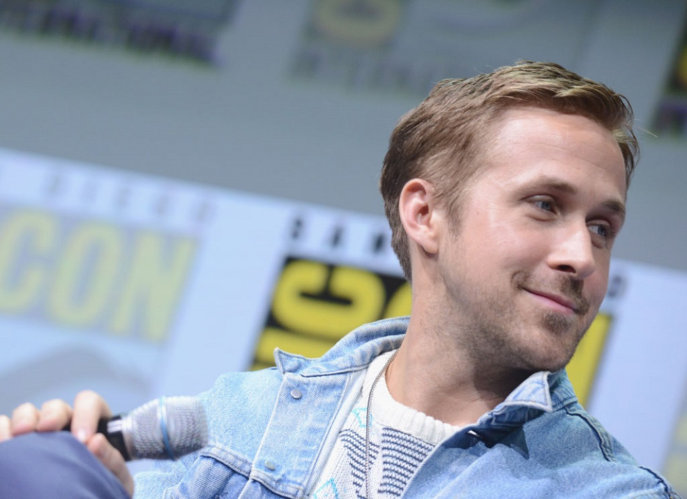 "OMG, Ryan Gosling will be hosting the premiere of ""SNL"""