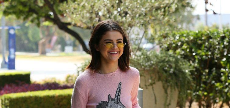 Selena Gomez wore a unicorn sweater Lizzie McGuire would love-hate