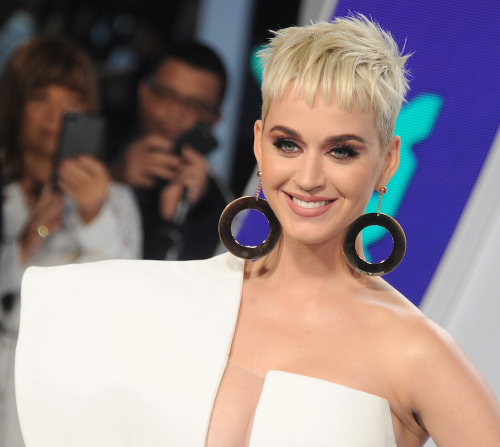 Katy Perry *only* wore drugstore makeup to the VMAs, and here's what you need to get her look