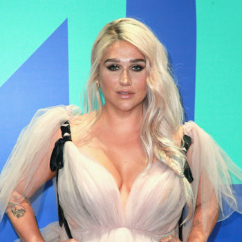 This is why Kesha sat on the floor at the 2017 VMAs