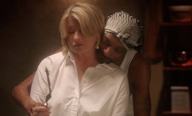 "Martha Stewart and Snoop Dogg just reenacted the sexy pottery scene from ""Ghost"""