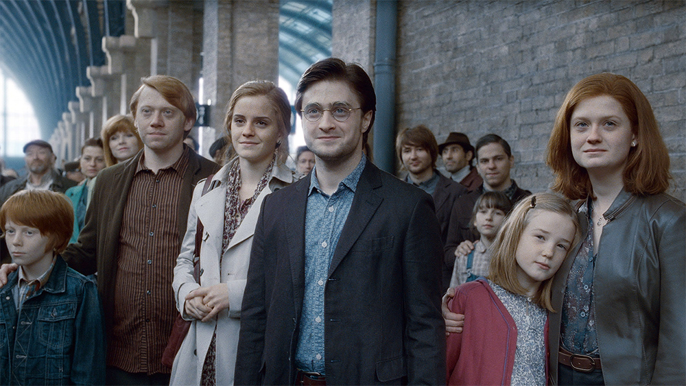 """""""Harry Potter"""" fans took to King's Cross to celebrate the IRL epilogue date, because these fans are the best — always"""