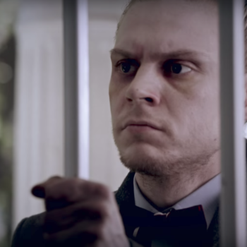 """Sarah Paulson refuses to let Evan Peters into her house in the trailer for next week's """"American Horror Story"""""""
