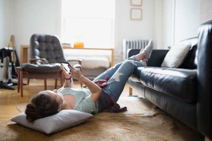 7 things to tell yourself to soothe your FOMO when you *know* you need to stay home