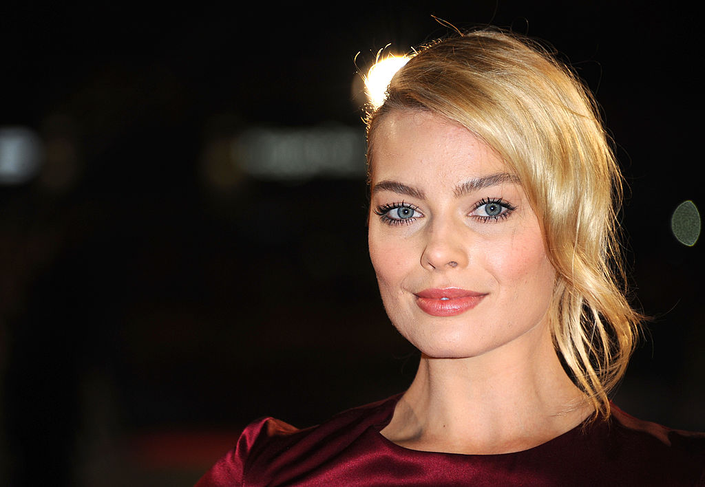 "Margot Robbie actually punched her male co-star in the head while filming ""I, Tonya,"" the Tonya Harding movie"