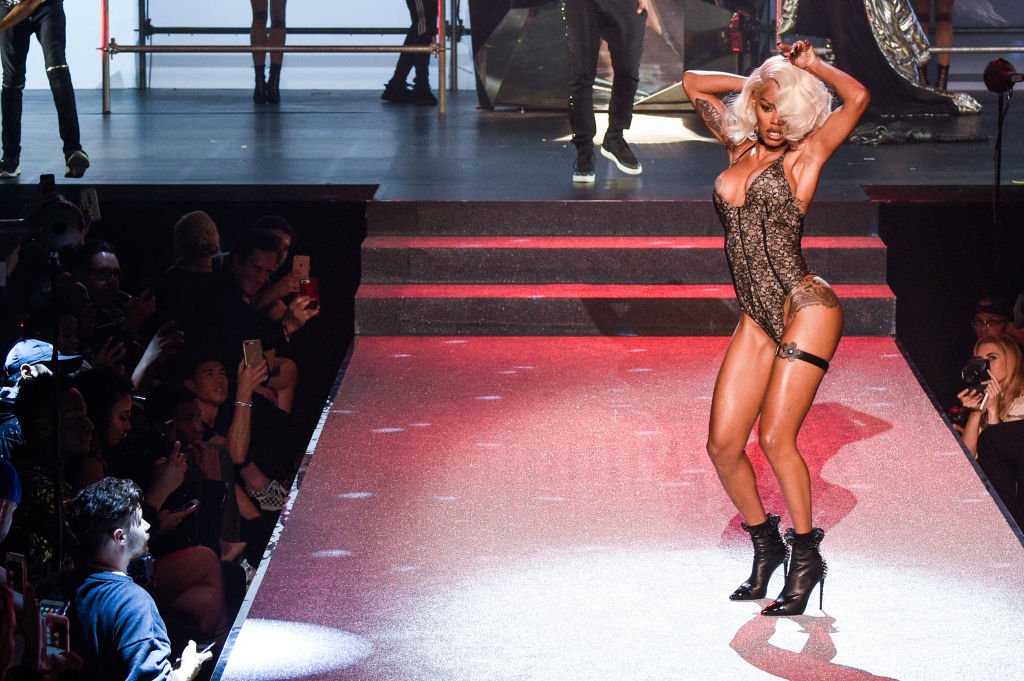 Watch Teyana Taylor somersault and vogue her way down the runway at NYFW
