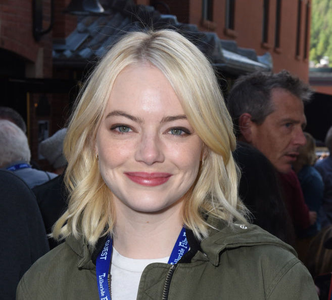 "Emma Stone looked like a goth-glam Marilyn Monroe at the ""Mother!"" premiere"