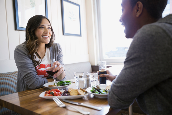 6 simple questions you're forgetting to ask on first dates that will tell you if you should go out again