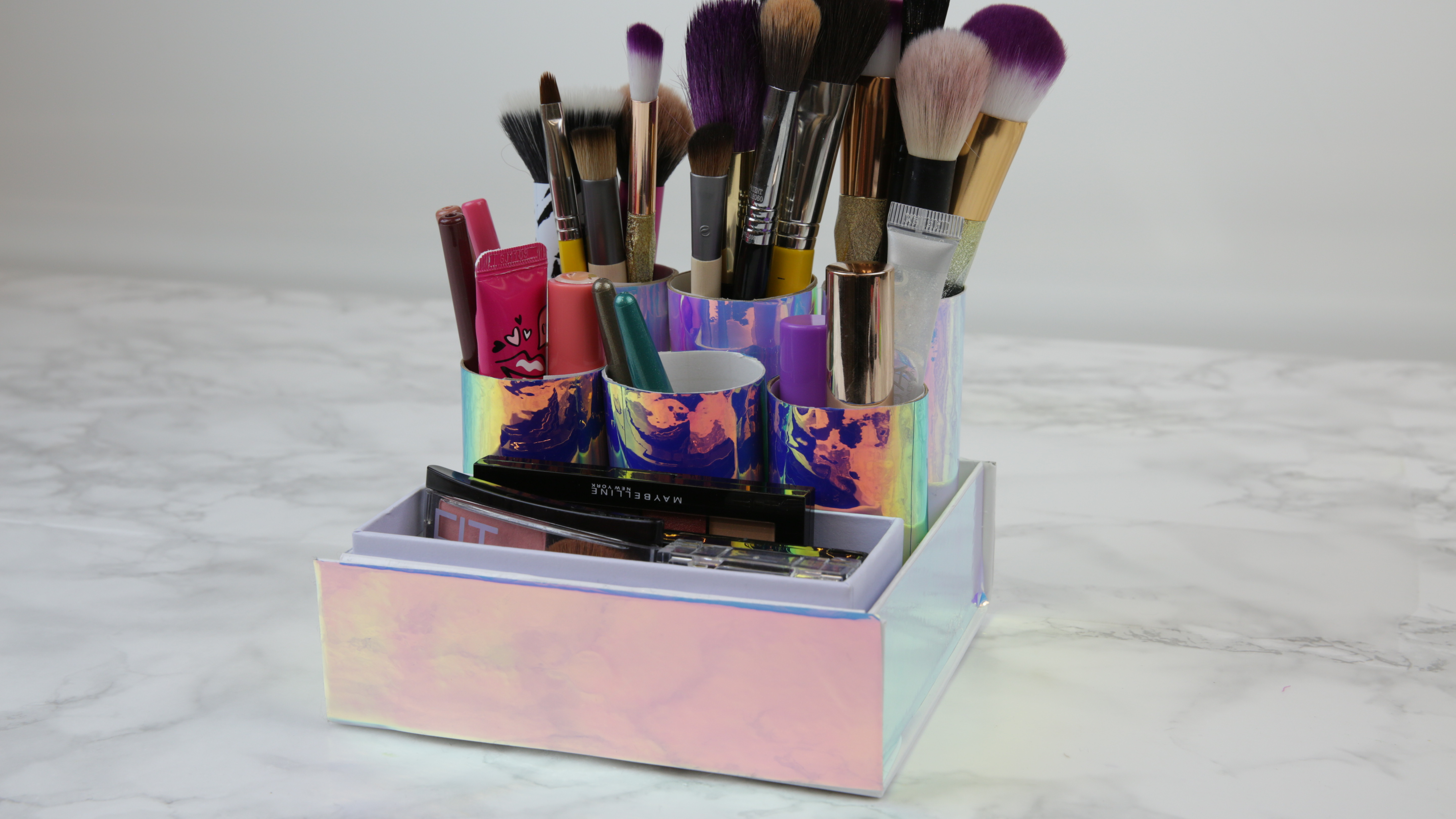 This DIY toilet roll makeup organizer is the cure to our messy medicine cabinets
