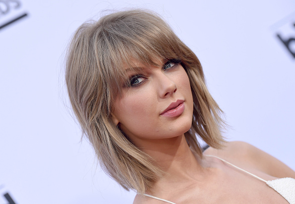 Lets Talk About The Champagne Blonde Trend Hellogiggles