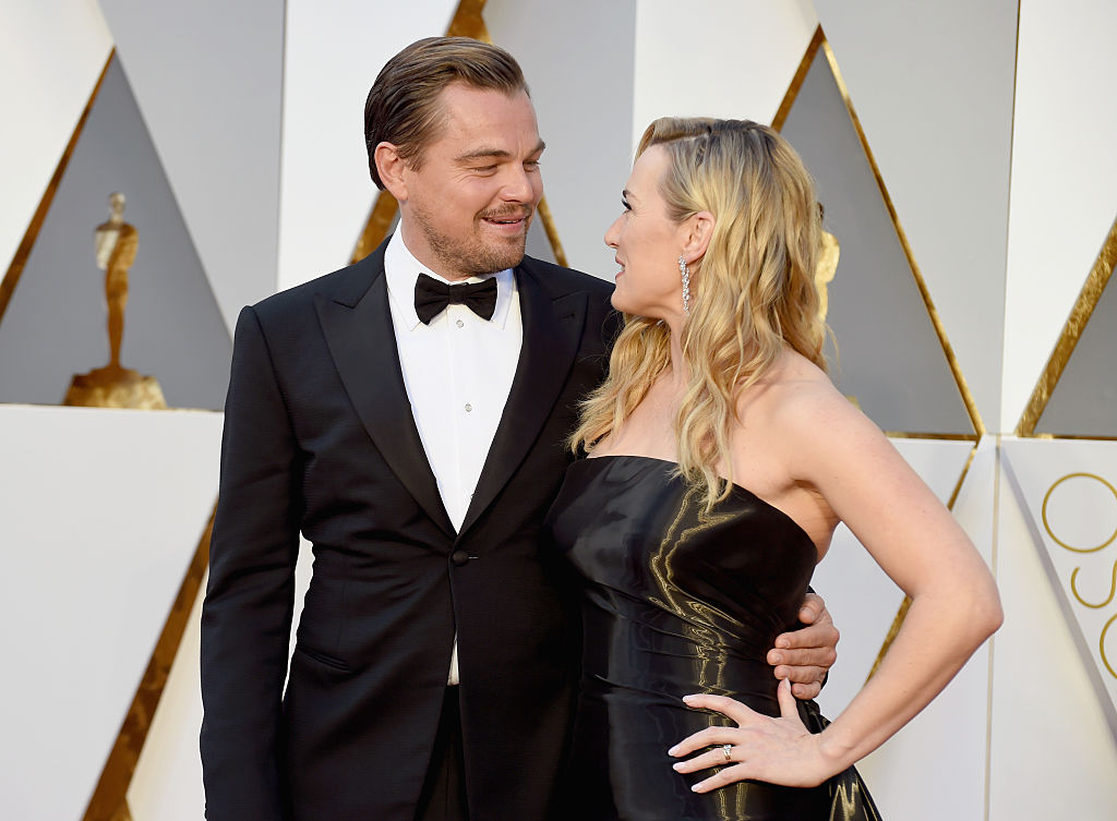 HOLLYWOOD, CA - FEBRUARY 28:  Actors Leonardo DiCaprio (L) and Kate Winslet attend the 88th Annual Academy Awards at Hollywood & Highland Center on February 28, 2016 in Hollywood, California.  (Photo by Jeff Kravitz/FilmMagic)