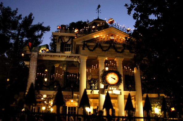 Haunted Mansion Holiday Foyer Music : Why i ll never ever be too old for disneyland hellogiggles