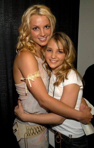 Britney Spears and Jamie-Lynn Spears during Nickelodeon Kids Choice Awards 2003 - Backstage at Barker Hangar in Santa Monica, California, United States. (Photo by KMazur/WireImage)