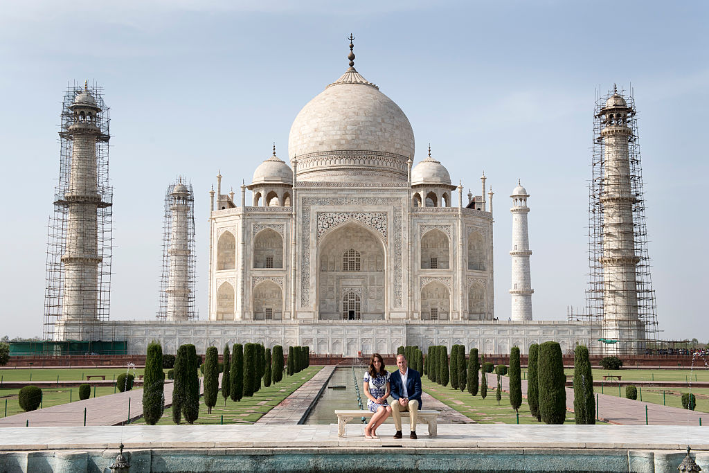 AGRA, INDIA - APRIL 16:  Prince William, Duke of Cambridge and Catherine, Duchess of Cambridge visit the Taj Mahal on April 16, 2016 in Agra, India.  (Photo by UK Press Pool/Getty Images)