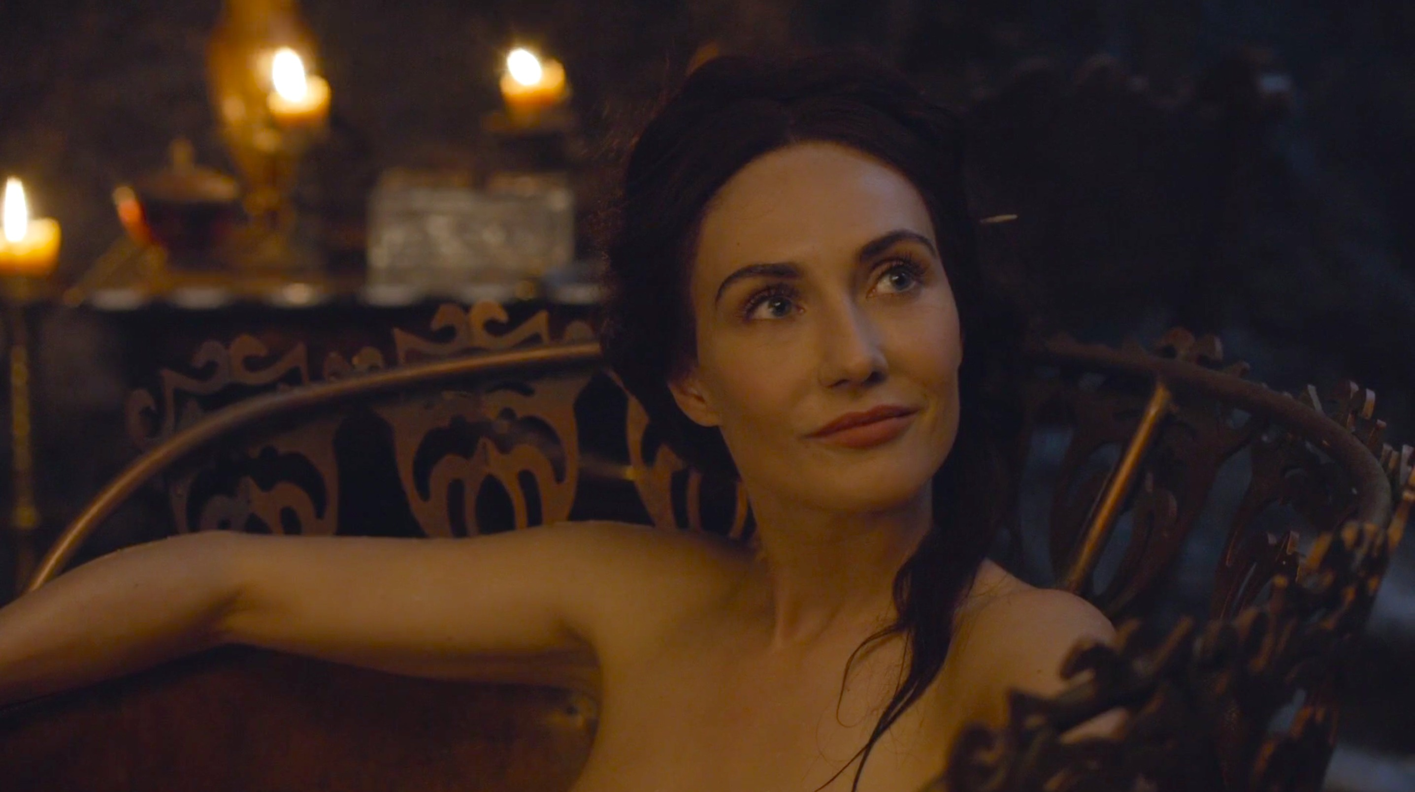 We need to talk about that Melisandre/choker plothole in \
