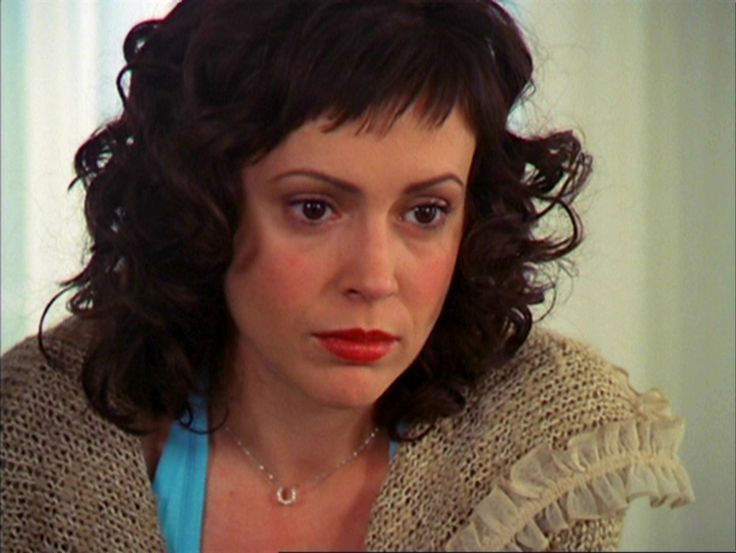12 Truly Iconic Quot Charmed Quot Style Moments Hellogiggles