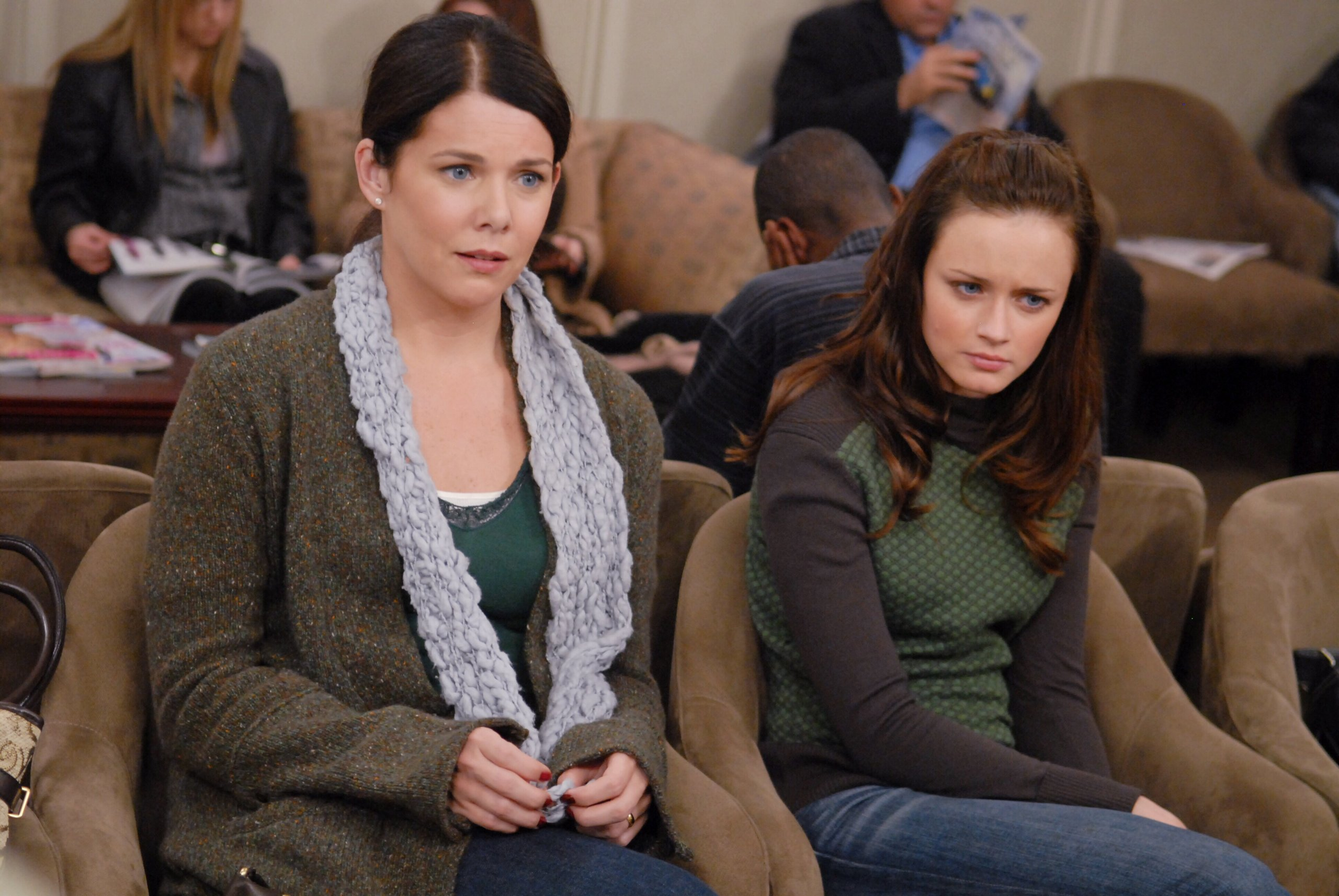 """Here are three possible """"Gilmore Girls"""" release dates, thanks to Lauren Graham's big clue"""