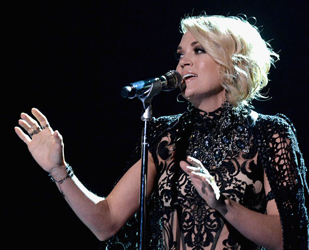 Carrie underwood debuted a simple gorgeous new bob at the cmt jeff kravitz getty urmus Image collections