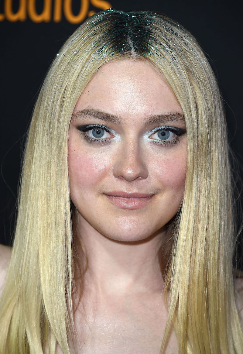 Dakota Fanning wore glitter roots, and she looks like a ... Dakota Fanning
