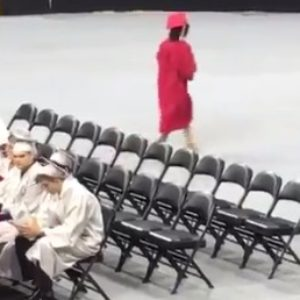People are obsessed with this girl who left her high school graduation the second she got her diploma