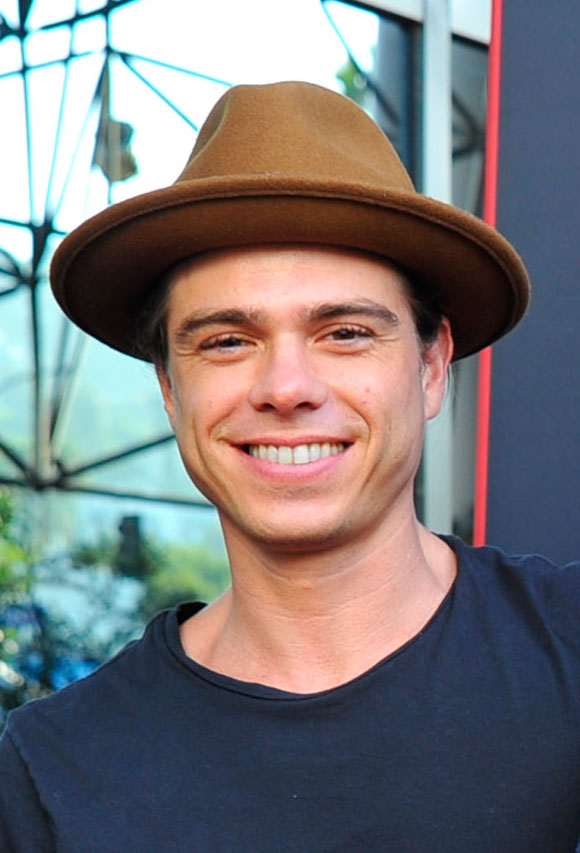 Matthew Lawrence totally proves you only get hotter with ...