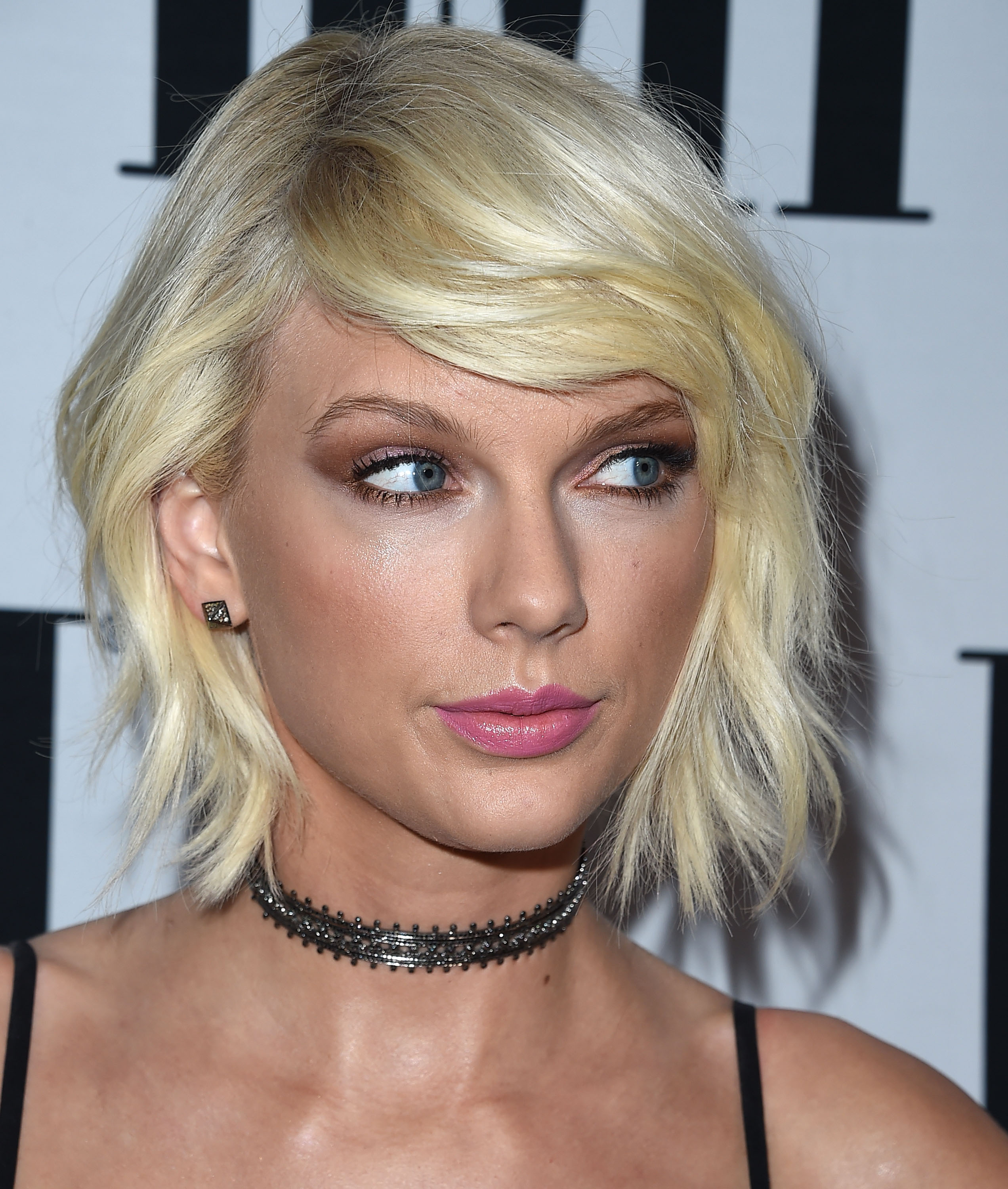 Taylor Swift Just Did The Weirdest Crab Walk While Sneaking Out Of