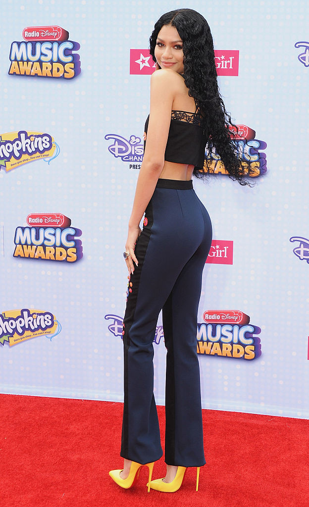 7b2cb42000b Actress arrives at the 2015 Radio Disney Music Awards at Nokia Theatre L.A.  Live on April