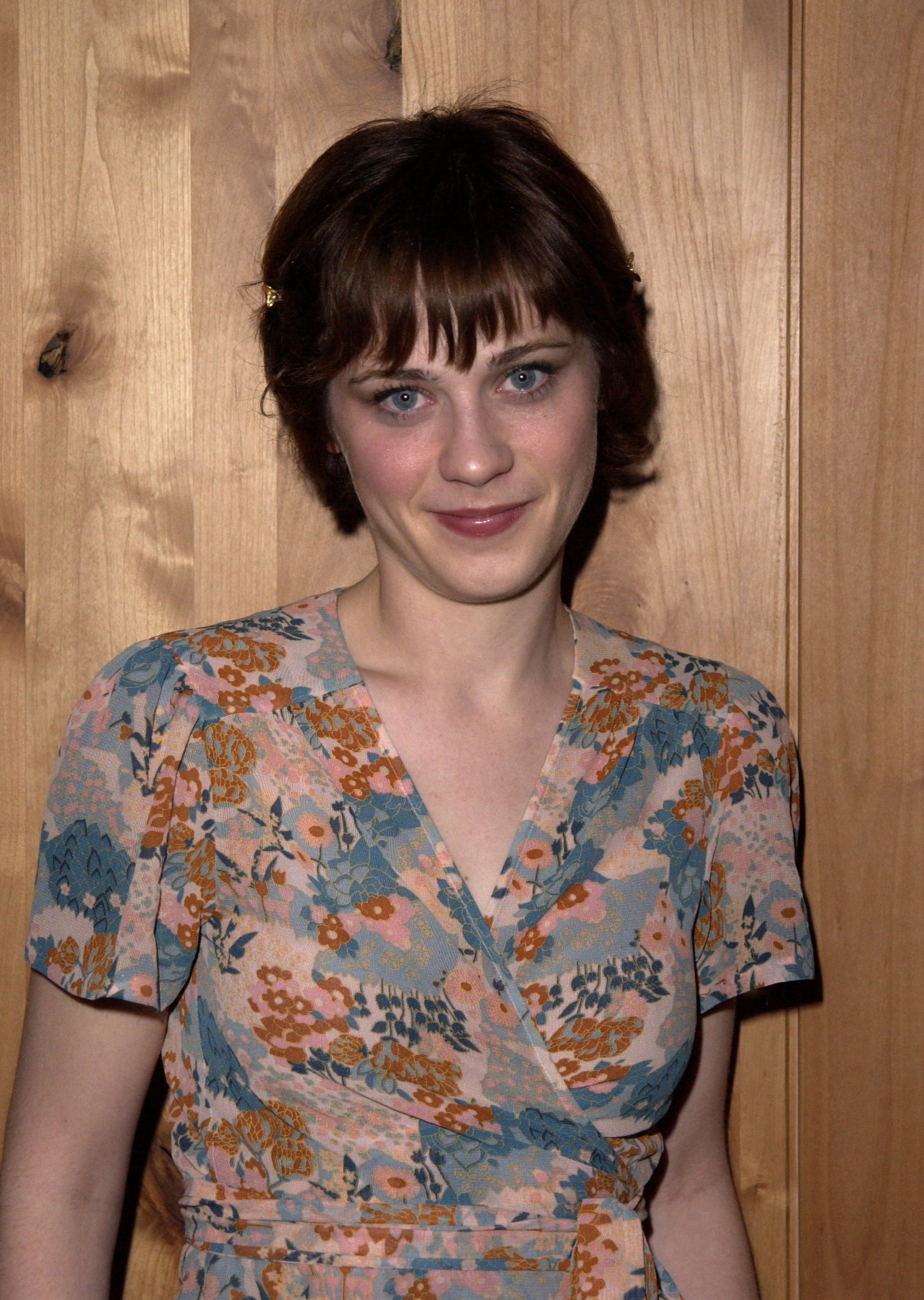 Remember When Zooey Deschanel Had The Cutest Pixie Cut In