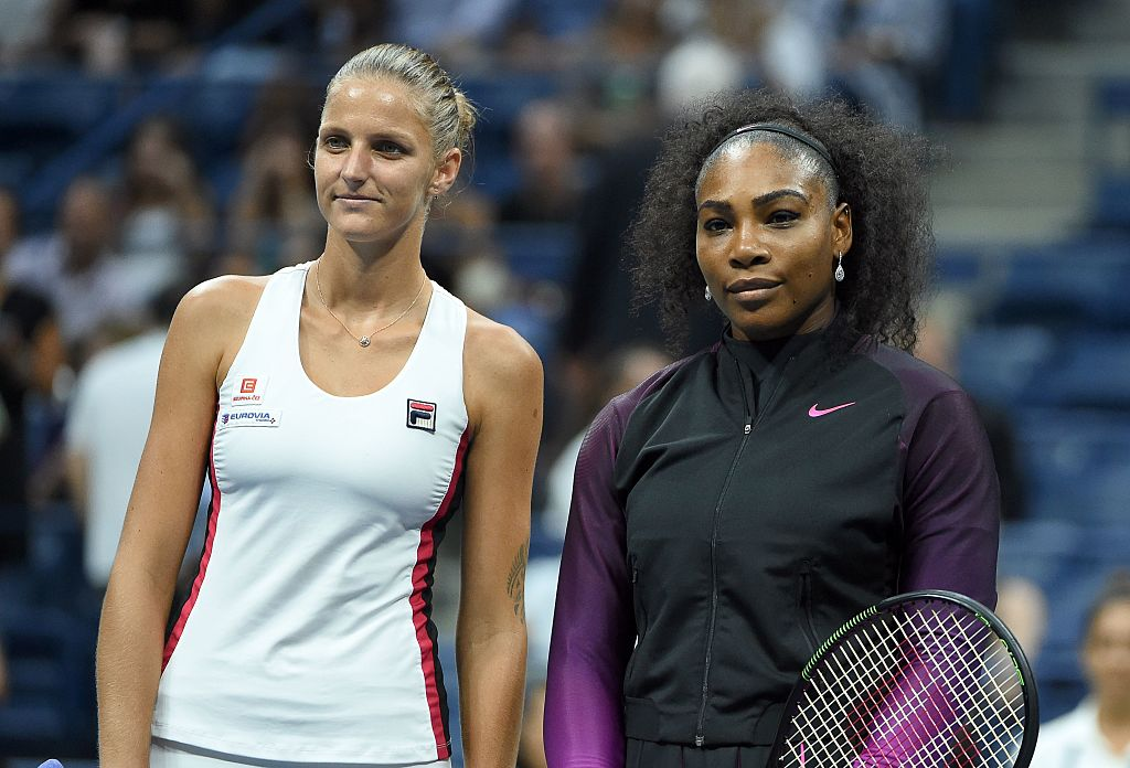 Serena Williams (R) of the US and Karolina Pliskova of Czech Republic pose before the start of their 2016 US Open Womens Singles semifinal match at the USTA Billie Jean King National Tennis Center in New York on September 8, 2016. / AFP / Timothy A. CLARY        (Photo credit should read TIMOTHY A. CLARY/AFP/Getty Images)